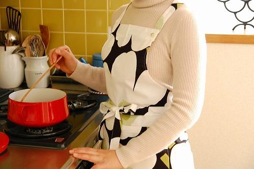 お料理が楽しくなる!気分が上がるマリメッコのエプロンをご紹介のサムネイル画像