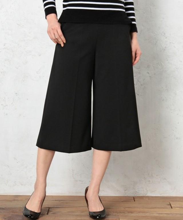 かっこよくも可愛くも見せてくれる黒いパンツのおしゃれコーデ!のサムネイル画像