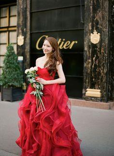 パーティや結婚式におすすめ、おしゃれな赤色のパーティドレスのサムネイル画像