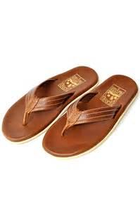 夏ですね。夏は海!どんなサンダルを履いて海水浴に行きますか?のサムネイル画像