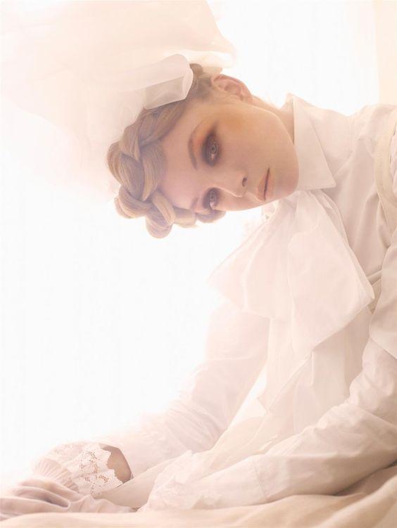 大注目のキレイめコーデ。大人かわいい全身白のセットアップ!のサムネイル画像