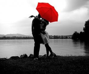 【雨が恋しい】プレゼントにも喜ばれる傘を男女別にご紹介!のサムネイル画像