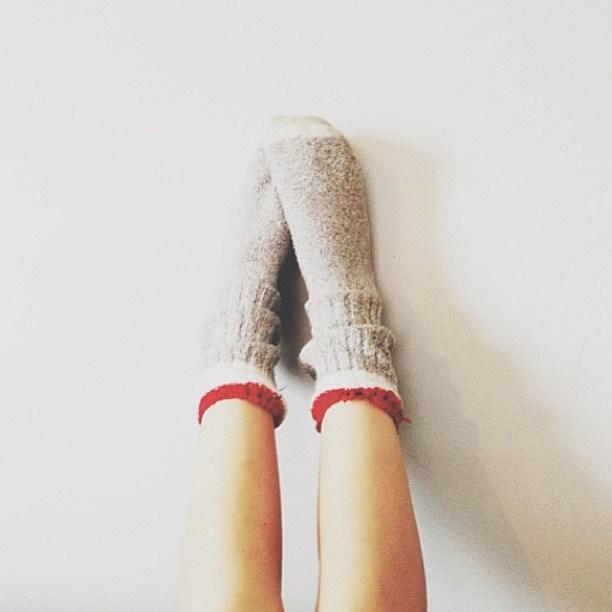 おしゃれは足元から!どんな靴にも合わせやすい靴下コーデが可愛い!のサムネイル画像
