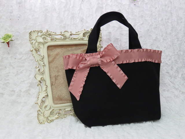 お出かけに持って行きたい!便利で可愛いサブバッグをご紹介!のサムネイル画像