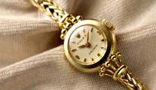 レトロな腕時計は時間の確認に便利でアンティーク要素もたっぷり!のサムネイル画像