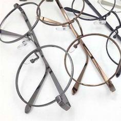"""【保存版】旬のトレンドメガネは、クラシックな""""細フレーム""""にありのサムネイル画像"""
