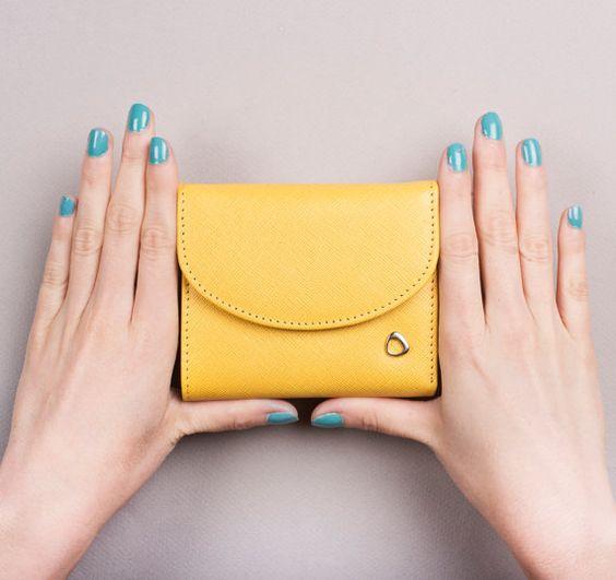 かわいいサイズでとっても便利!ひとつは欲しい小さいレディース財布のサムネイル画像