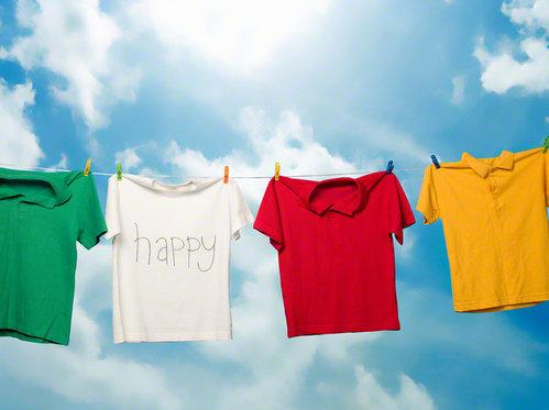 必見!【Tシャツの畳み方】知っておきたいキレイにまとめる畳み方のサムネイル画像