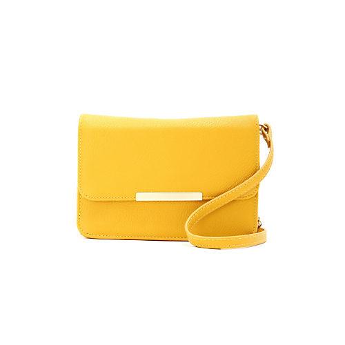黄色いショルダーバッグで、コーデに大人の差し色をプラス!のサムネイル画像