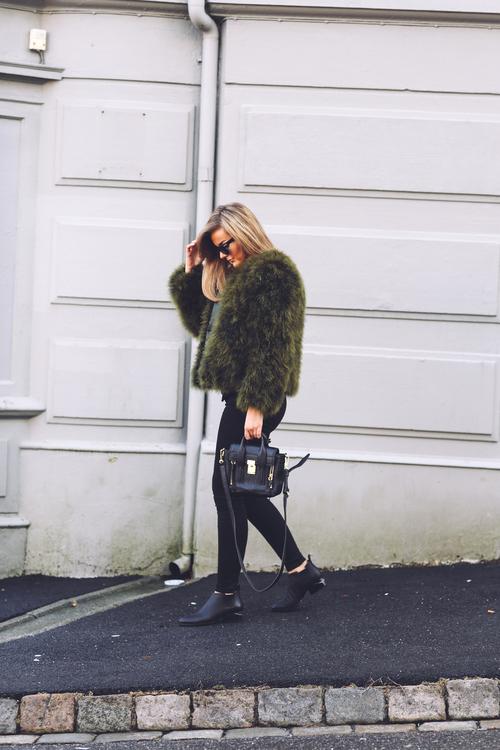 今年はグリーンのコートを選んで周りと差を付けてみませんか?のサムネイル画像