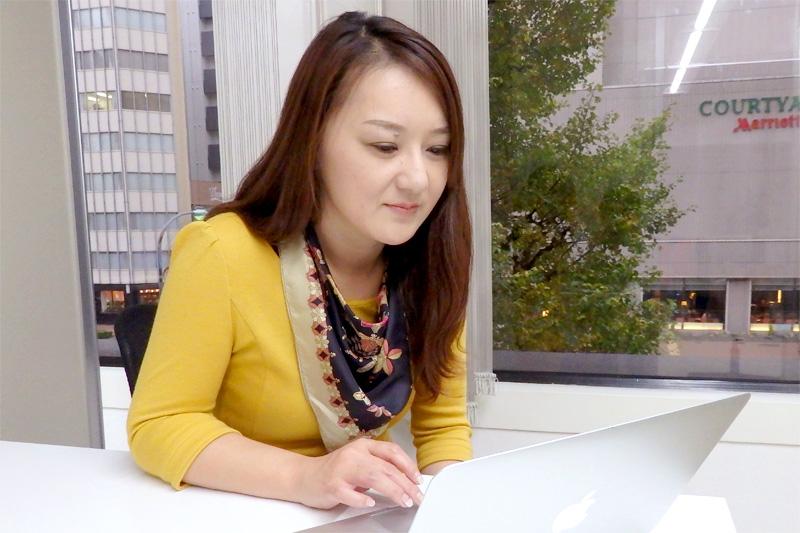 バリバリ働く女子ならオフィスカジュアルコーデがおすすめ!のサムネイル画像