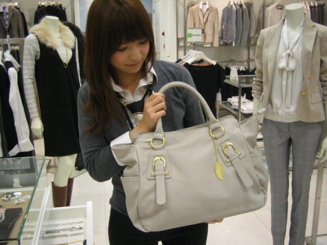 働く女性に持ってほしい!ビジネスカジュアルなバッグ特集!のサムネイル画像