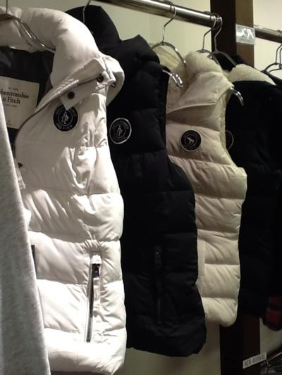 アバクロのダウンベストで、あったかオシャレな冬の着こなしのサムネイル画像