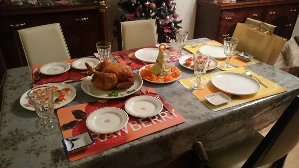 パーティーを華やかに彩ってくれるホワイト!小物やコーデをご紹介のサムネイル画像