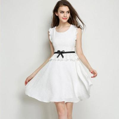 イマドキ女子は白で攻める☆おすすめの白いパーティドレス特集のサムネイル画像