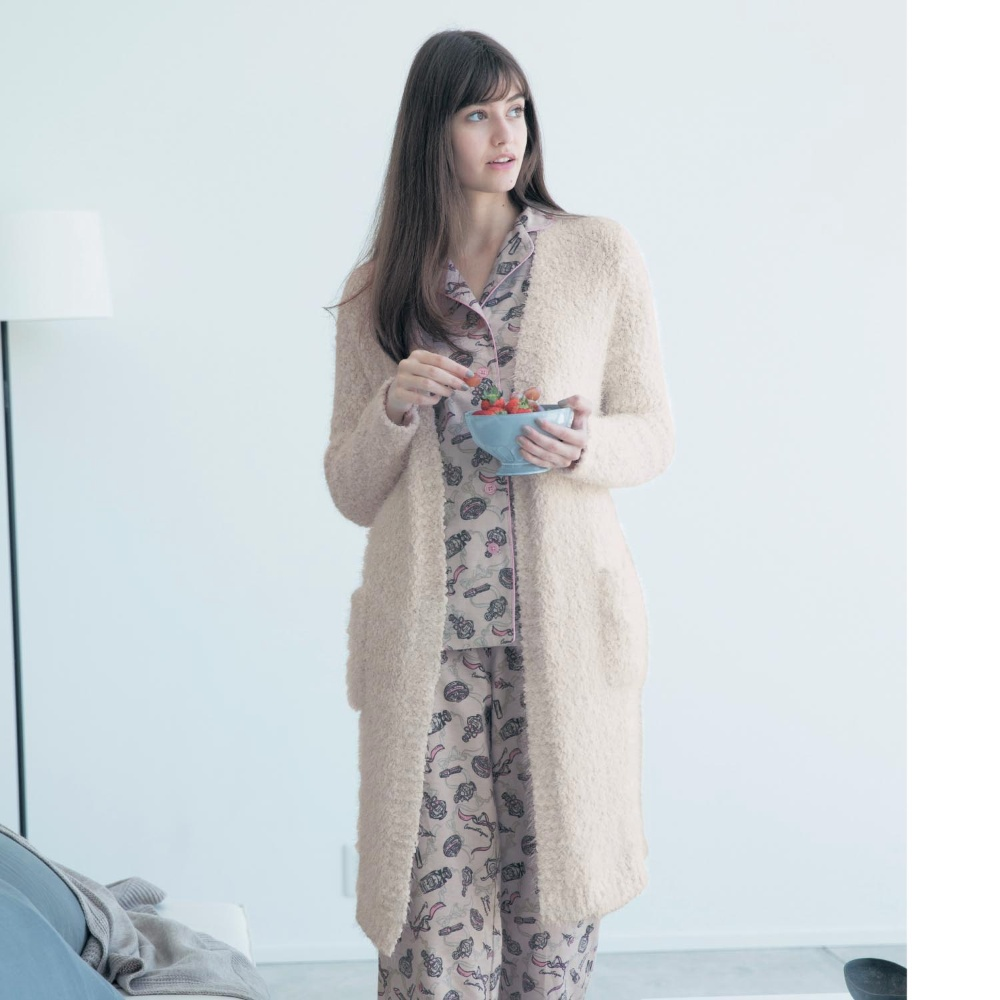 寒いからこそおしゃれにあたたかに!おすすめルームウェアガウンのサムネイル画像