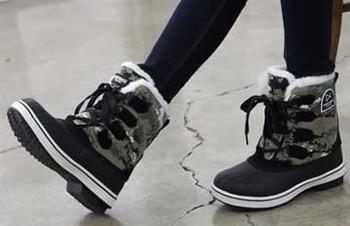 雪が降る前にぜひ!靴に簡単に装着できるすべり止めをご紹介のサムネイル画像