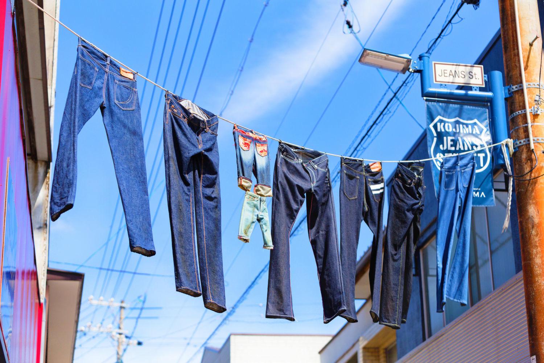 町中がジーンズだらけ!?ジーンズで有名な岡山県のある町…!のサムネイル画像