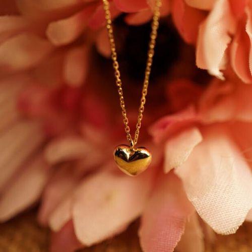 自分や母へのプレゼントは、カジュアルなネックレスにしませんか。のサムネイル画像