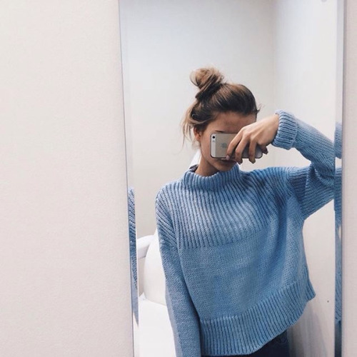 ブルーのニットで大人レディにコーデ!爽やかな色合いが可愛いのサムネイル画像