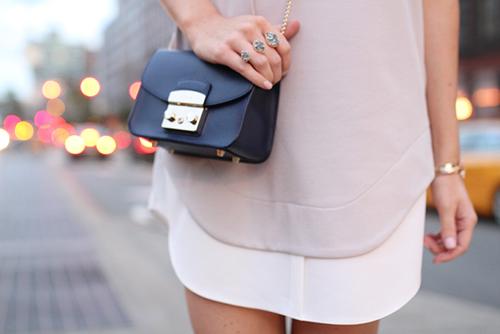 オシャレな人はみんな持ってる!小さめショルダーバッグをチェック♡のサムネイル画像