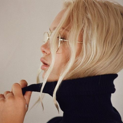 【レディース】タートルネックニットで可愛さをアピールしたコーデ!のサムネイル画像