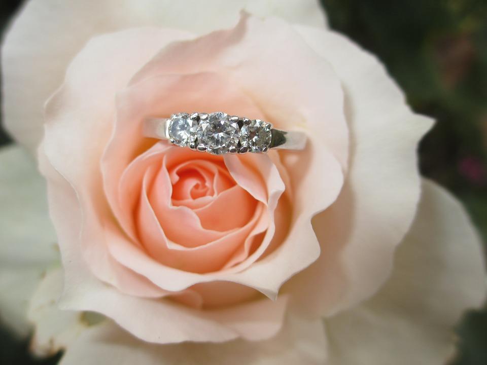【どれを彼におねだりする?】婚約&結婚指輪人気ブランド4選♡のサムネイル画像