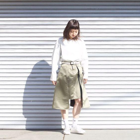 定番アイテムの白いシャツ!おしゃれなコーデをご紹介します!のサムネイル画像