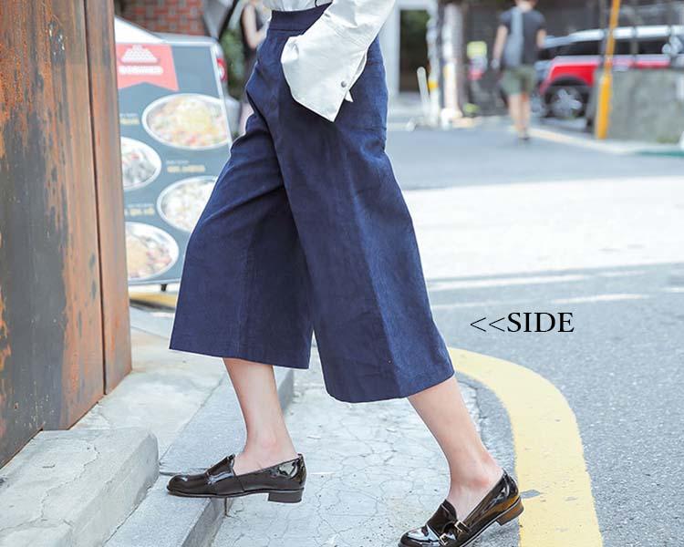エレガントからカジュアルまで♡紺のパンツの上手な着まわしまとめ!のサムネイル画像