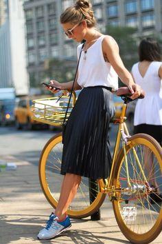 【コーデからプリーツの直し方まで】プリーツスカートあれこれを紹介のサムネイル画像