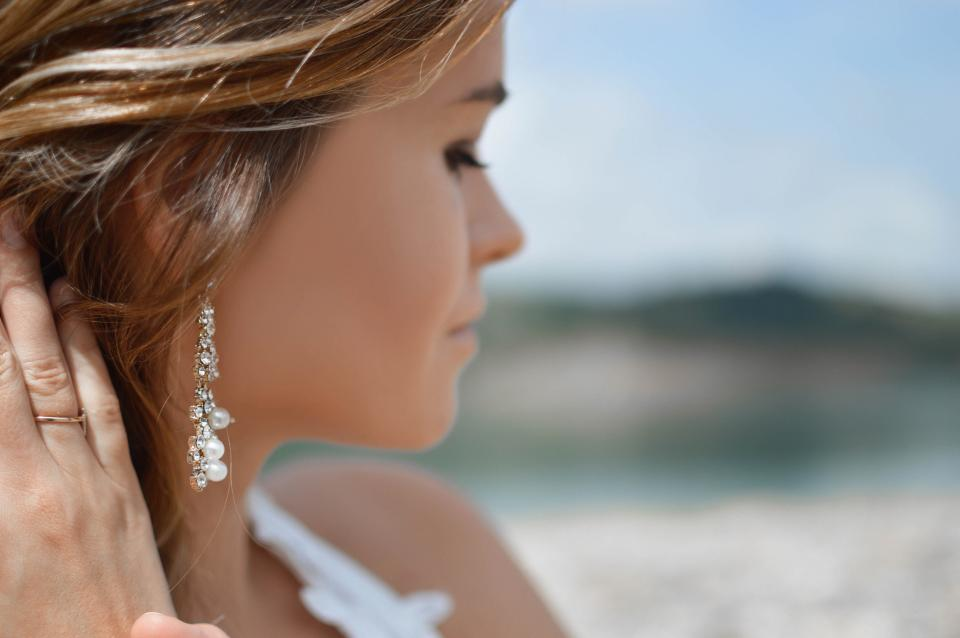 シンプルなイヤリングをつけて、可愛く大変身しちゃおう!!のサムネイル画像