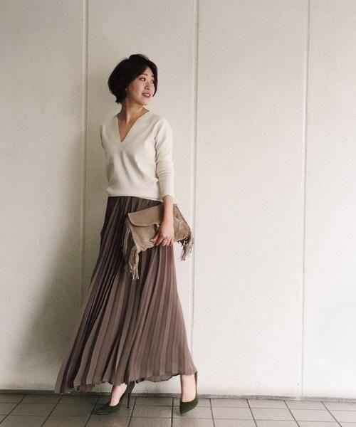 オトナ女子流!ロングプリーツスカートでコーデをアップデートのサムネイル画像