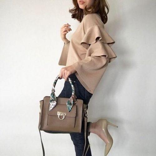 通勤服の定番カラー、自信ある?大人女子の《ベージュ服コーデ》完全正解ガイドのサムネイル画像