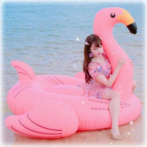 絶対盛れる!写真映えする《ビーチアイテム》で海もプールも可愛く♡のサムネイル画像