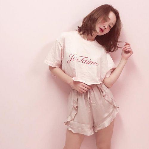 秋まで使いまわせる!ワンポイントで可愛い≪ロゴTシャツ≫特集♡のサムネイル画像