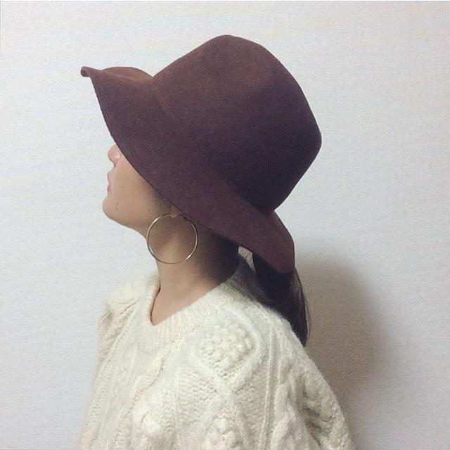 パンツもスカートも女っぽく♡つば広帽子を使った秋コーデ選のサムネイル画像