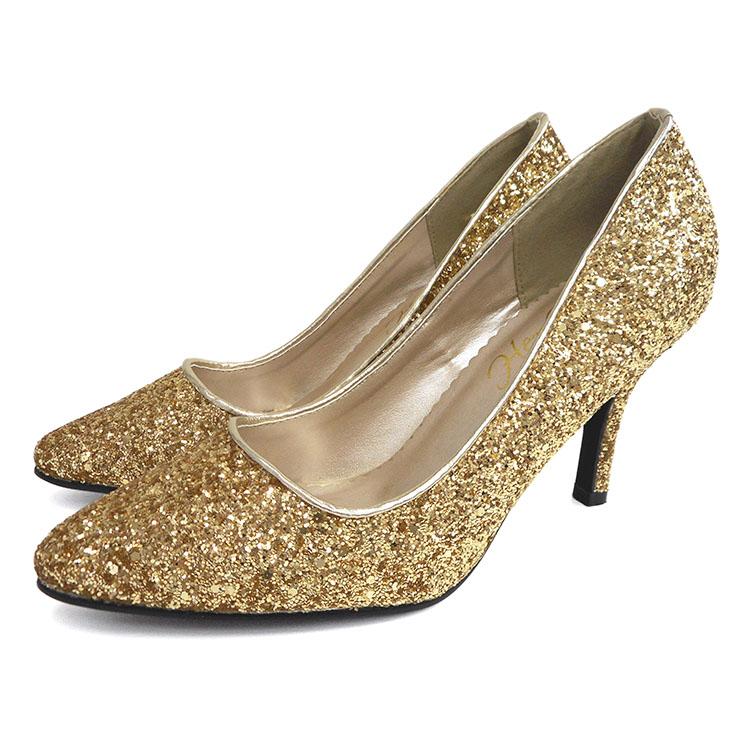 流行のゴールドパンプスは女らしく、コーデを楽しんで履くのがコツ!のサムネイル画像