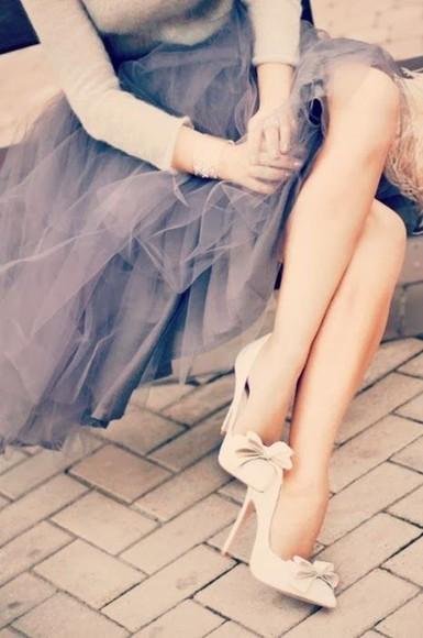 極めるとモテるらしい!?女子力が上がるハイヒールの歩き方のサムネイル画像
