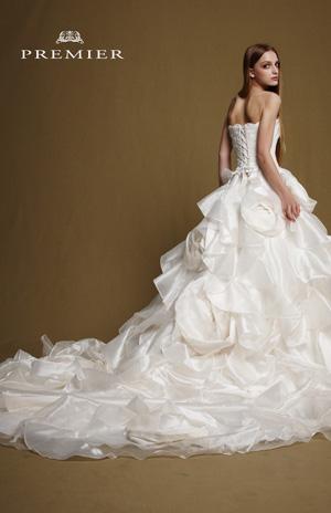 結婚式で着るドレスを画像で参考にしたいという花嫁の方必見ですのサムネイル画像