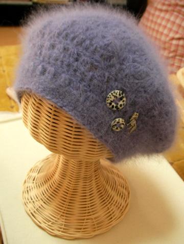 秋冬にピッタリ!無料の編み図で可愛いベレー帽を編んでみようのサムネイル画像