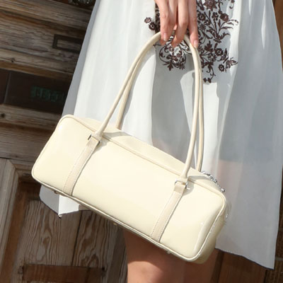 上品な大人の女性が愛用中?!日本製の革バッグおすすめブランド3選のサムネイル画像
