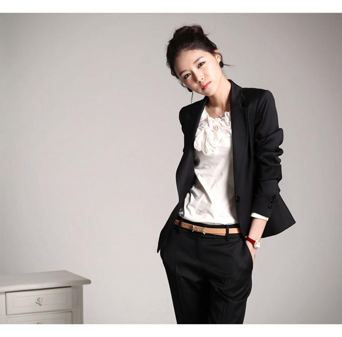 女性にピッタリのレディーススーツとその選び方をご紹介!!のサムネイル画像