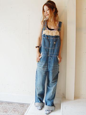 街のおしゃれさんに学ぶ!オーバーオール・サロペットの着こなしのサムネイル画像