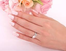 """薬指の指輪は永遠の憧れ?!それは指先にきらめく""""愛の証""""?!のサムネイル画像"""