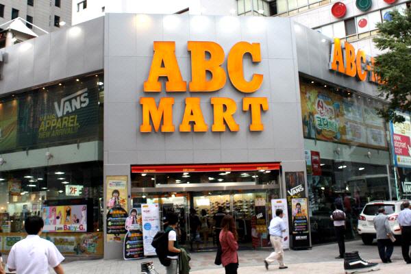 ABCマートで売っている女性に人気の靴のメーカーをご紹介!のサムネイル画像
