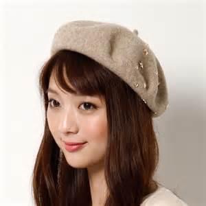 かなり奥が深い!誰でも似合うおすすめのベレー帽の被り方とは?のサムネイル画像
