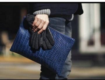 スーツに合うオススメのクラッチバッグとその選び方をご紹介します!のサムネイル画像