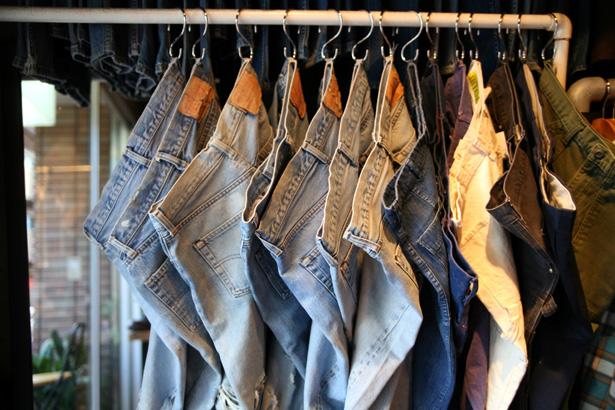自分でできるの?意外にできる!大事なジーンズの補修の仕方のサムネイル画像