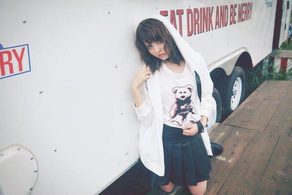 人気の着こなし!『パーカー』×『シャツ』の重ね着コーデ!のサムネイル画像