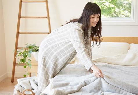 ガーゼのパジャマを着れば寒い冬の夜も暖かく過ごせること間違いナシのサムネイル画像